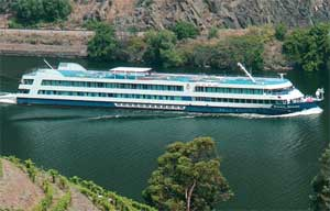 Ship - Douro Queen exterior, river
